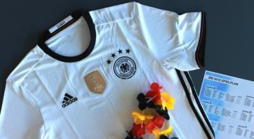 Nicht nur beim neuen DFB-Trikot lässt sich durch den Onlinekauf kräftig sparen.